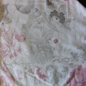 Teplákovina – kytičky růžovo-šede na bíle